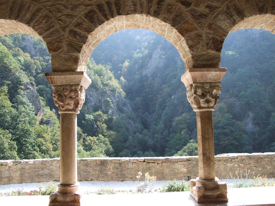 cloitre abbaye saint martin du canigou